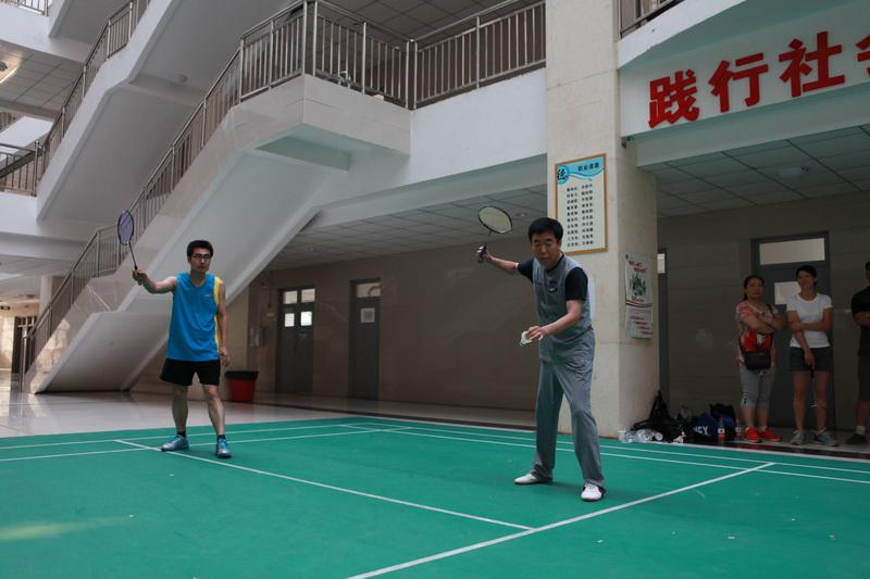 教职工羽毛球比赛圆满结束